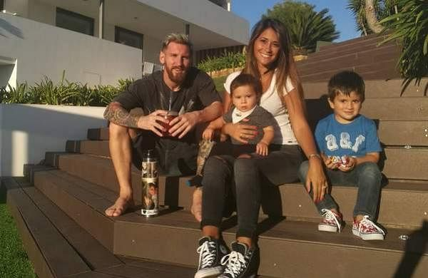 messi_with_familyfhfhfg