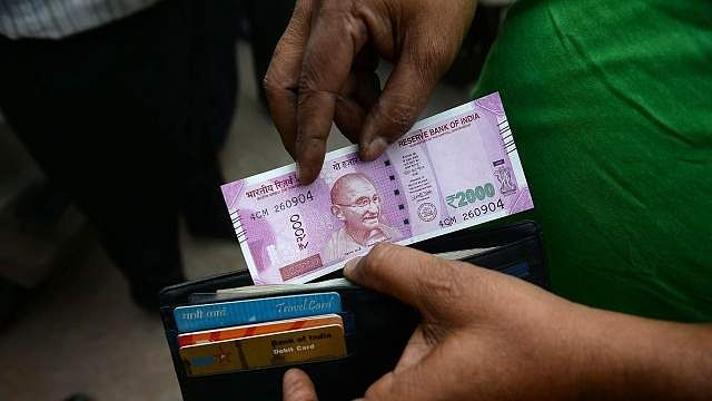 550667-rs-2000-notes-afp