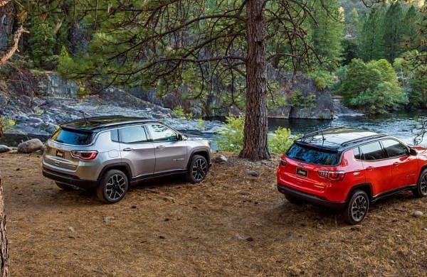 2017-Jeep-Compass-VLP-Gallery-Limited-and-Trailhawk-Rear-Three-Quarter