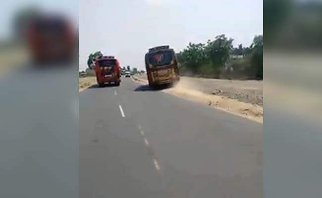 coimbatore-buses-racing-on-highway_650x400_61493579748