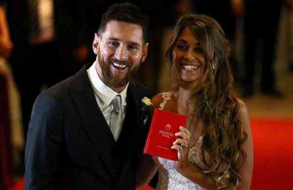 Argentine-soccer-player-Lionel-Messi-and-his-wife-Antonela-Roccuzzo-pose-at-their-wedding-in-Rosario