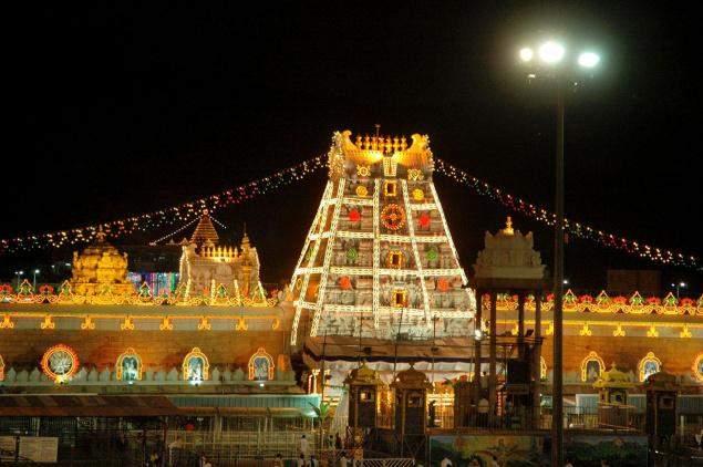 Sri-Venkateswara-Swamy-Temple-at-Tirumala-Night4