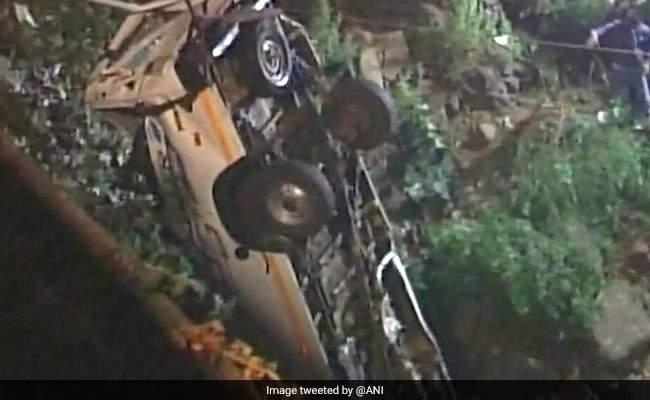 panchganga-river-bus-accident_650x400_71517015766