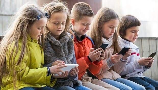 phone_using_kids