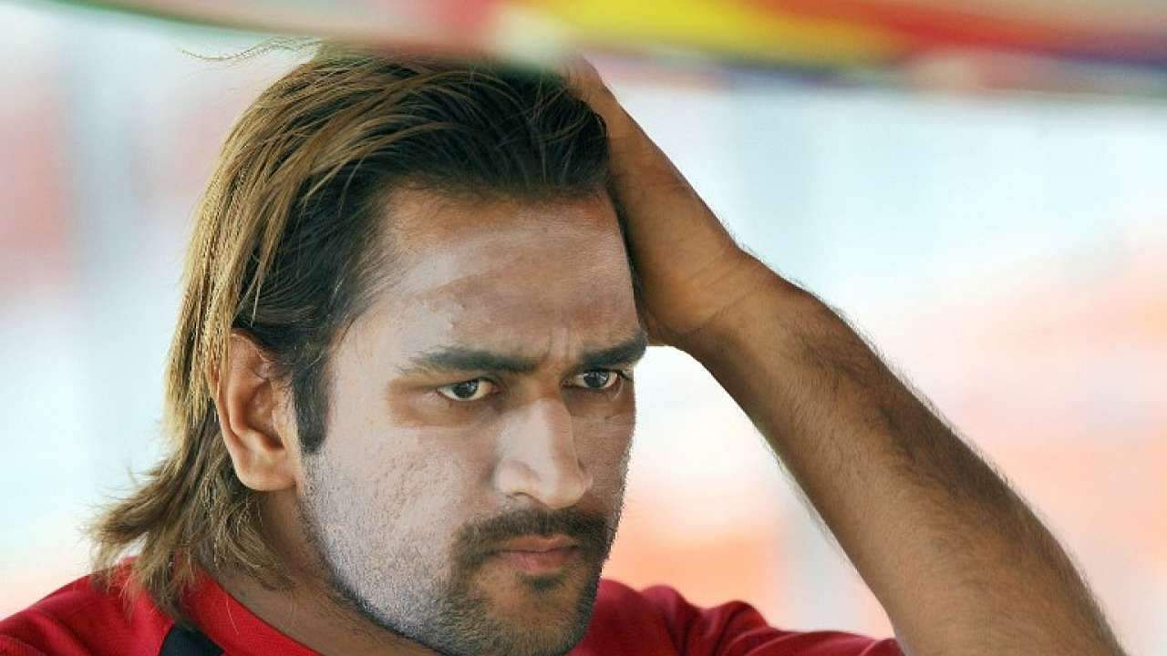 657166-ms-dhoni-long-hair-2007-afp