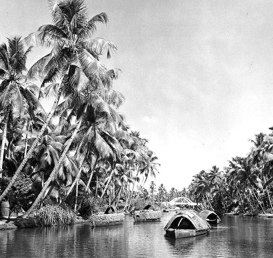 nm,nm,Boats_travelling_the_backwaters_near_Cochin,_in_the_state_of_Kerala_-_c1950s_copy