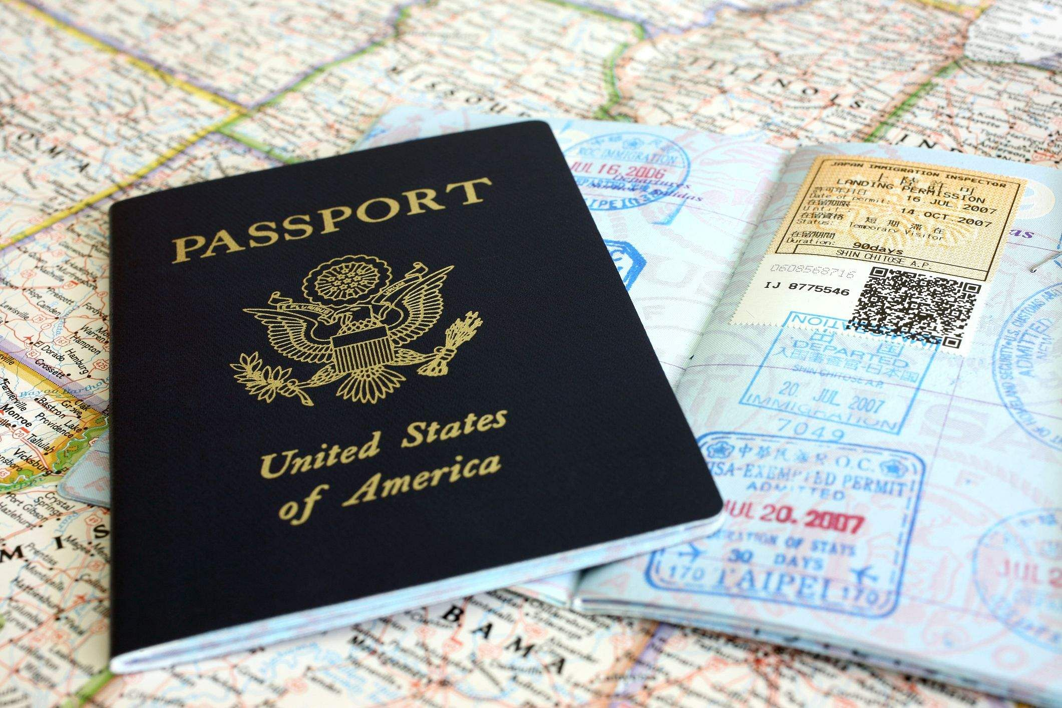 american-passport-and-map-579e3f333df78c327670e17e
