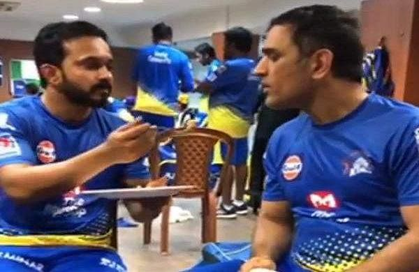 Jadhav_Dhoni_bromance
