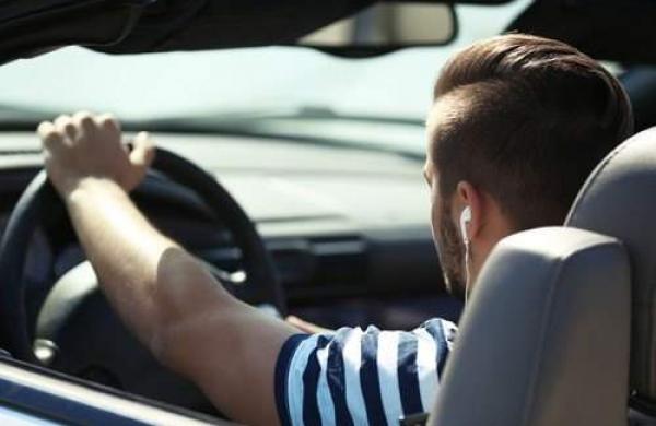 headphones_driving