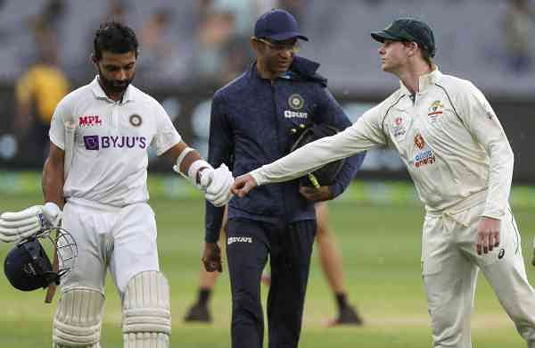 steve_smith_congratulating_rahane_for_his_century_in_melbourne