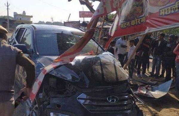 Mohammad Azharuddin's car crashed