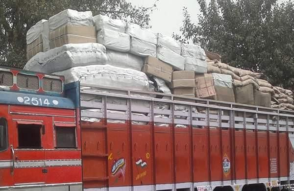 gang of six  stopped the lorry on the national highway and stole money