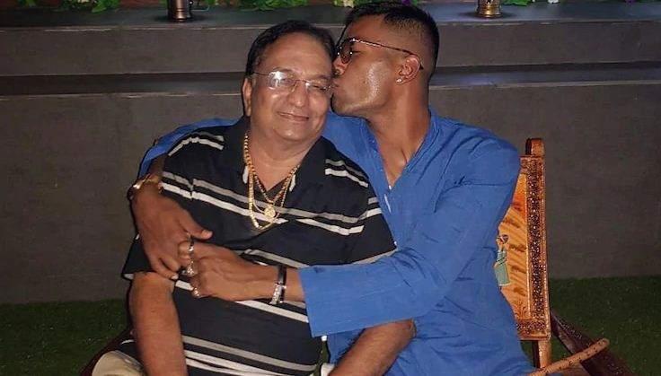 hardik_pandya_wit_his_father