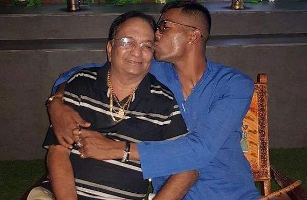 hardik_pandya_wit_his_father