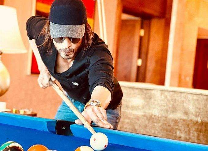 shah_rukh's stylish look in Pathan