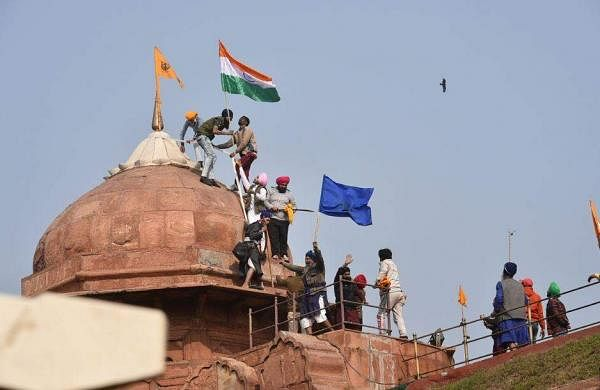 protesters in redfort