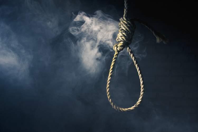 teenager hangs self