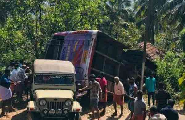 kasargod bus_accidenent