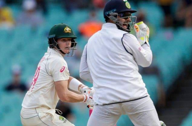 steve_smith_and_rishabh_pant_in_sydney_test