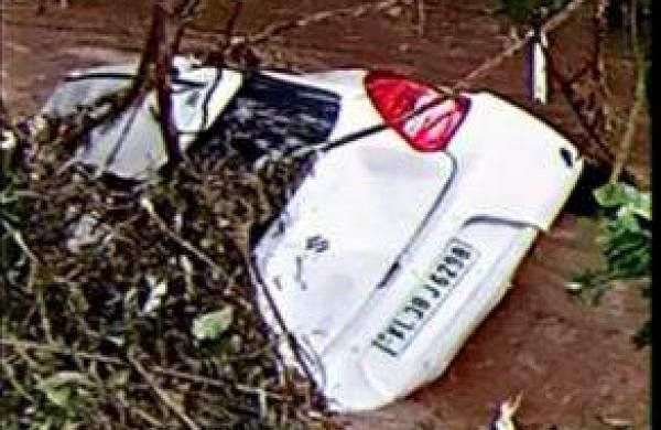 car drowned at kanjaar
