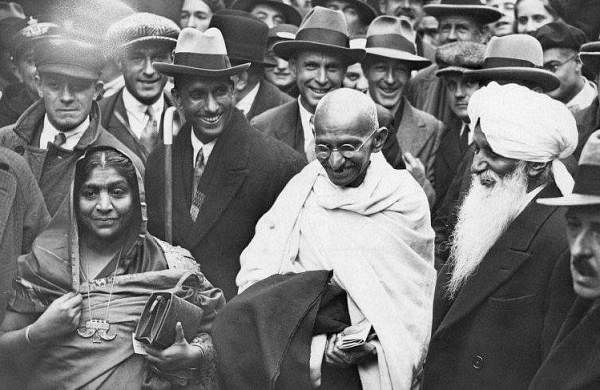 Gandhi-and-Sarojini-Naidu-featured-866x487