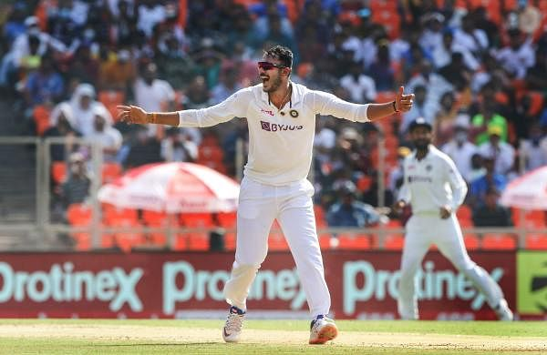 axar_patel_in_pink_ball_test