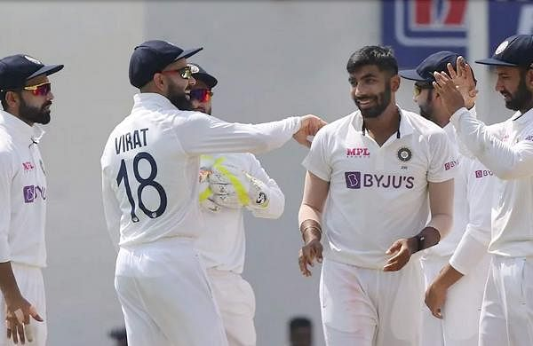 indian_players_celebrating_lawrence_wicket