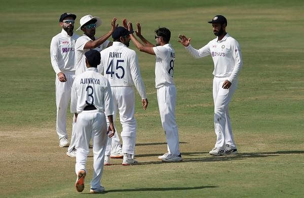 indian team after wicket
