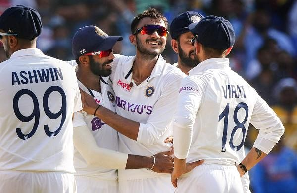 indian_team_celebrating_englands_wicket_in_pink_ball_test