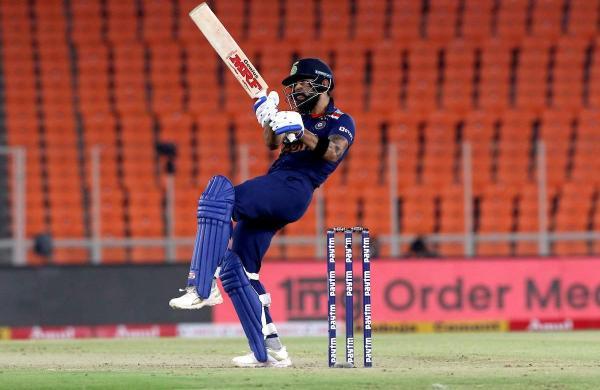 virat_kohli_batting_against_england_in_the_fourth_odi