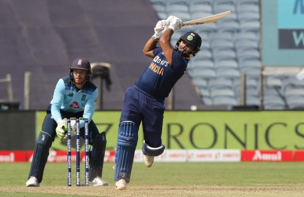 India set a target of 330