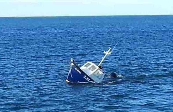 Kasargod boat accident; Fishermen rescued from sea