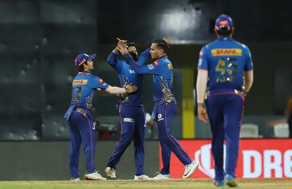 Mumbai beat Hyderabad
