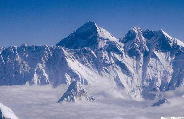 covid arrives and climbs Mount Everest