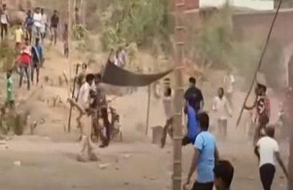 Locals throw stones at policemen