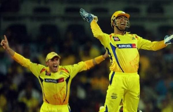 Michael-Hussey-and-MS-Dhoni-