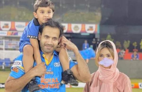 irfan_pathan_and_family