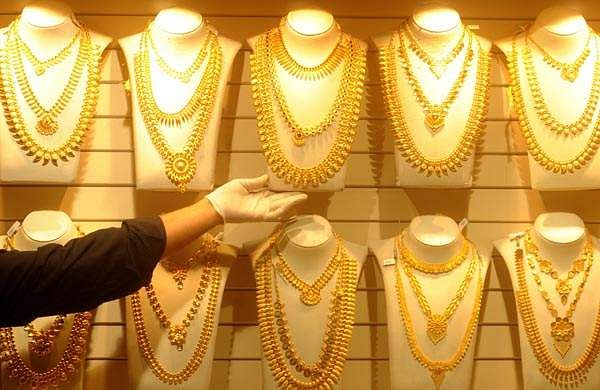 Gold prices fall again