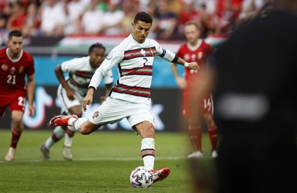 cristiano_ronaldo_scoring_penalty_vs_hungary