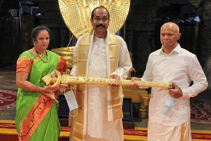 Rs 1 crore gold sword