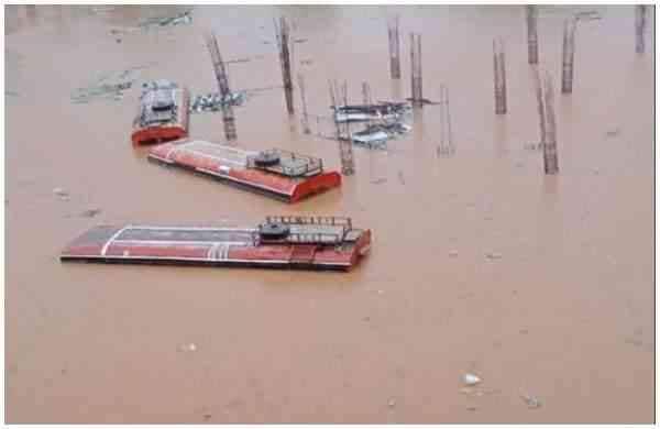 maharashtra_flood_bus