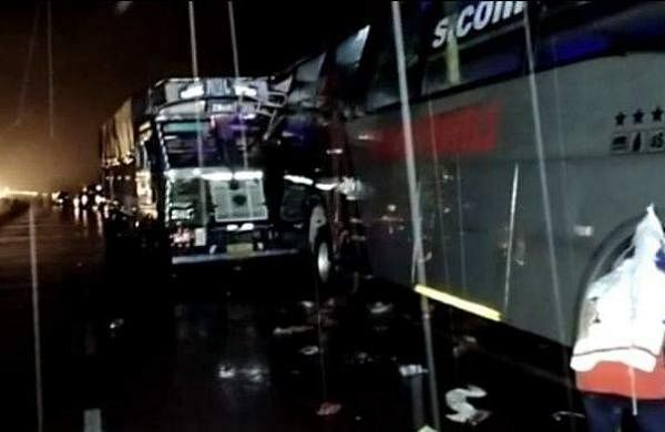truck_collid_with_bus_18_dead