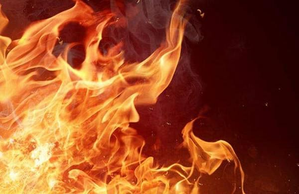 dress catches fire in kozhikode