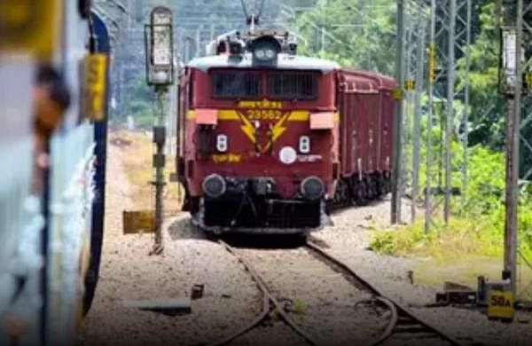 Woman jumps off moving train with 2-year-old son