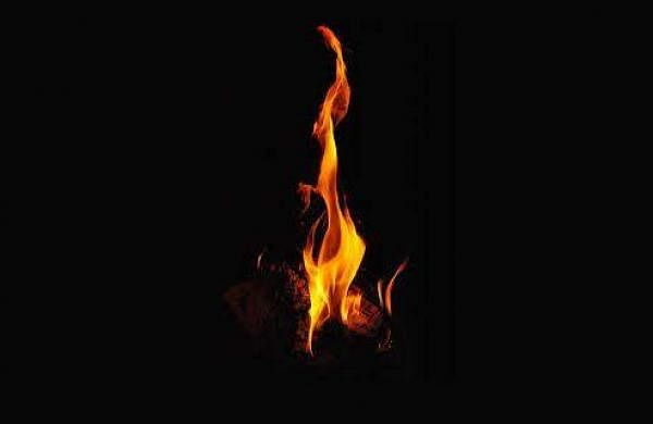 man jumps into wife's funeral pyre