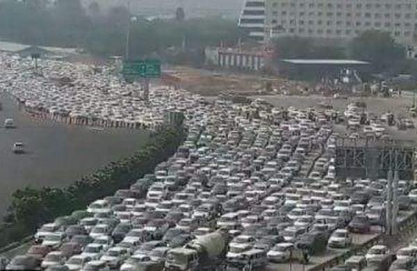Delhi-Gurugram border sees 1.5 km traffic jam